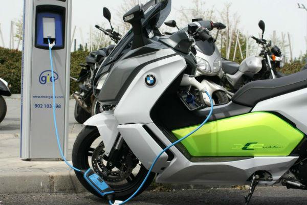 Puntos para cargar bateria de motos eléctricas